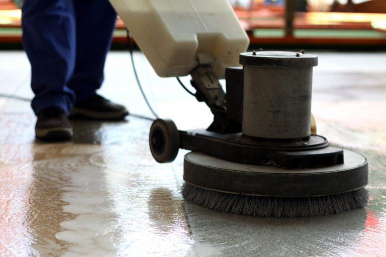 cleaning-machine-washing-the-floor-in-a-shopping-m-ZR6CA2Y